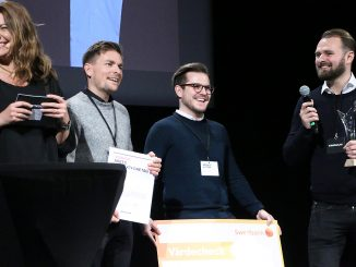 Personalkollen hyllas som Årets tillväxtföretag på Umeågalan 2019. Här tar vd Niclas Lundell, till höger, emot priset tillsammans med sina medarbetare Robert Asplund och Markus Alstam. Foto: Mikael Hansson.