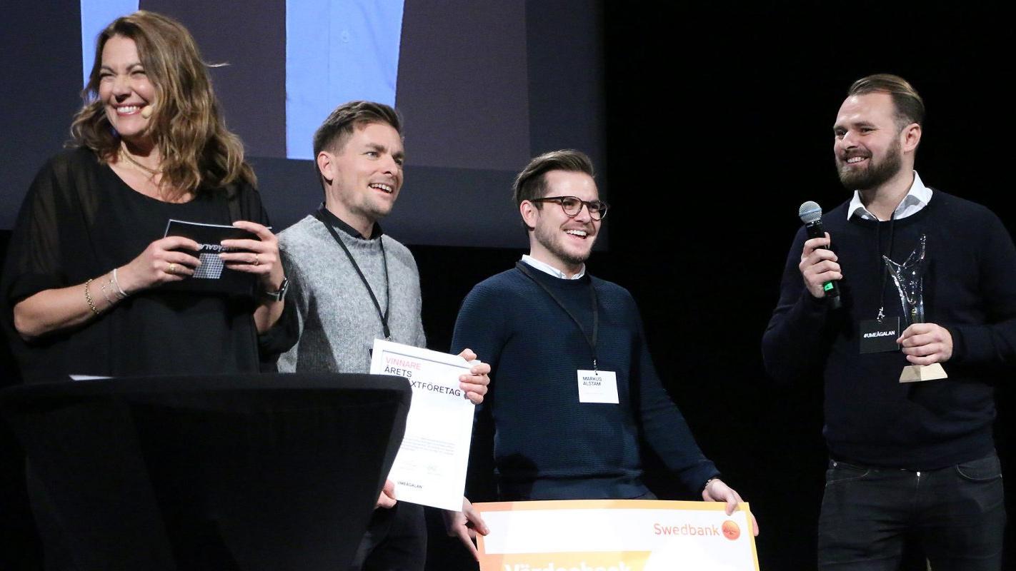 Personalkollen hyllas som Årets tillväxtföretag på Umeågalan 2019. Här tar vd Niclas Lundell, till höger, emot priset tillsammans med sina medarbetare Robert Asplund och Markus Alstam.