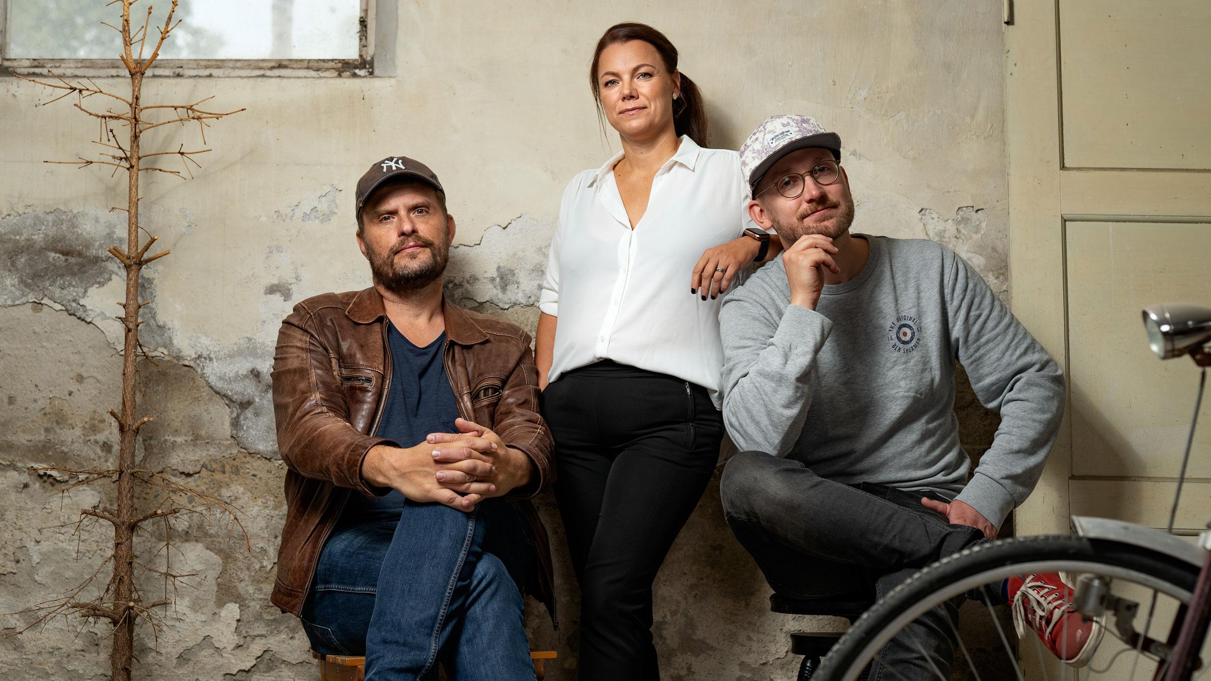 Jan Axelsson, Jennie Tinderfjäll och Arvid Sundqvist är teamet bakom Factuals och Red Carpet Media.