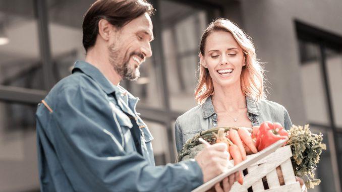 Hemleverans av mat är ett exempel på delningstjänster som kan bli resultat av nytt projekt. Foto: AdobeStock/Viacheslav Iakobchuk.