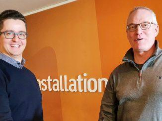 AddMobiles försäljningschef, Rasid Becirovic, och Umias VD, Martin Hörnquist vid avtalssignering. Foto: AddMobile