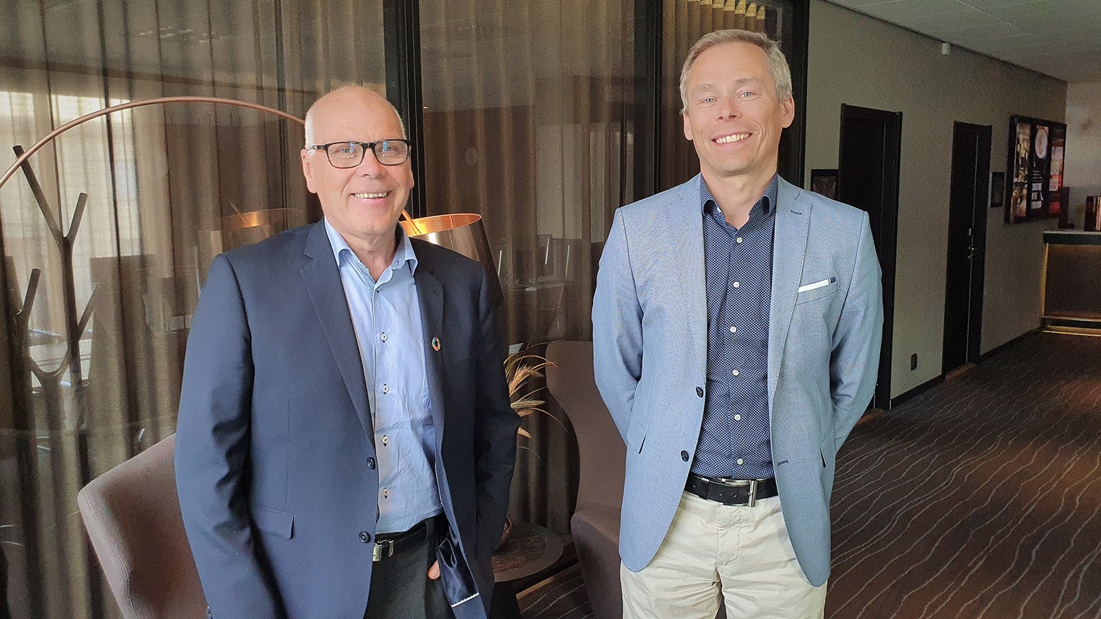Lars-Olov Söderström (tv) blir ny ordförande för Arctic Business. På bilden tillsammans med avgående ordförande Mikael Backgård.