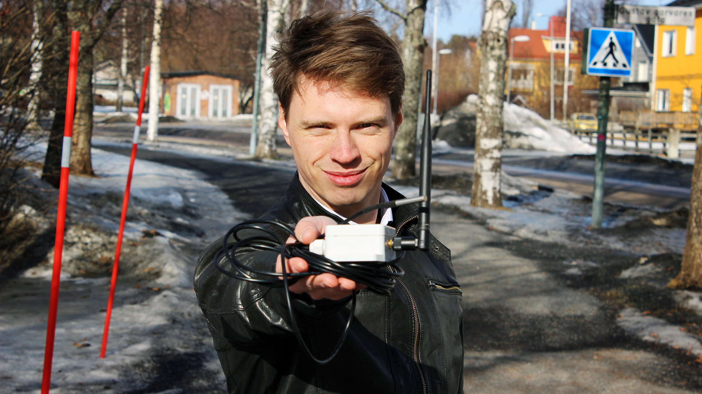 Fredrik Sahl, grundare av Flow Below, har utvecklat ett system med sensorer som känner av inläckage i avloppsrör i marken.