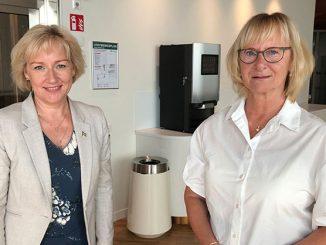 På bilden Helene Hellmark Knutsson (till vänster) tillsammans med civilminister Lena Micko vid utnämningen. Foto: Jonas Lannering/Regeringskansliet