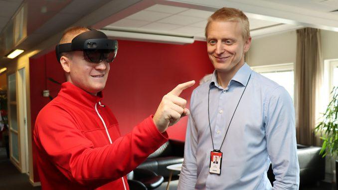 Anders Bratt och Anders Markstedt på CGI i Umeå visar vad Hololens 2 från Microsoft kan innebära för visualisering. Många branscher kommer att förändras, tror de.