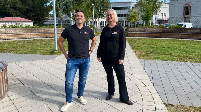 """""""Det känns givet att vara närvarande i Skellefteå"""", säger Mattias Wiking, vd för spelbolaget Turborilla, som nu etablerar sig i Skellefteå. Sedan tidigare finns bolaget även i Umeå, USA och Danmark. På bilden tillsammans med Erika Holmberg, producent på Turborilla."""