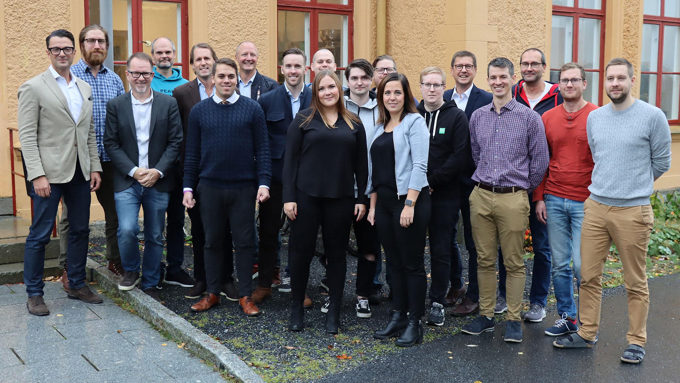 COS Systems medarbetare tillsammans med nya ägarna.