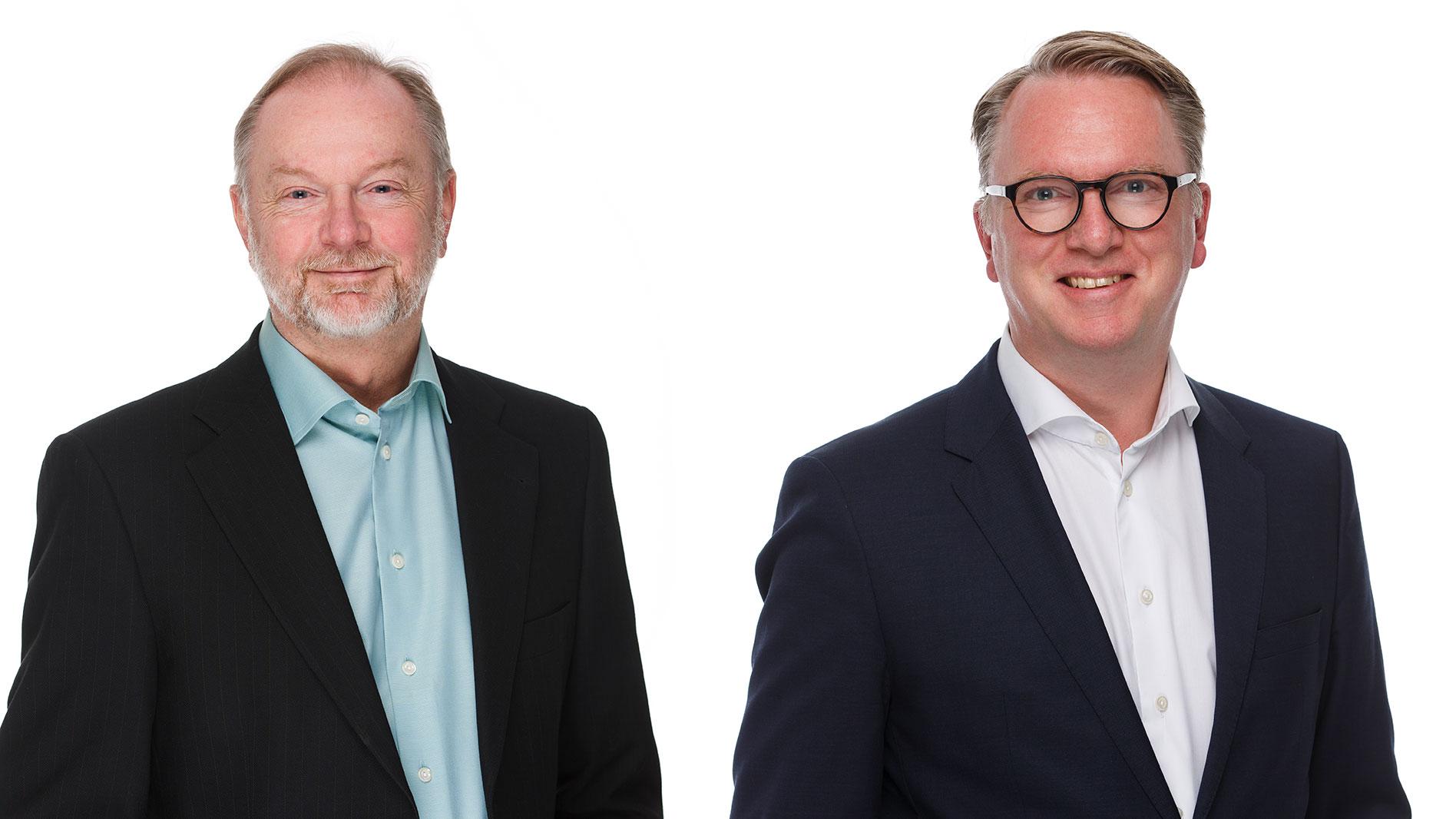 Lars Stenlund, till vänster, slutar som vd på Vitec och efterträds av Olle Backman.